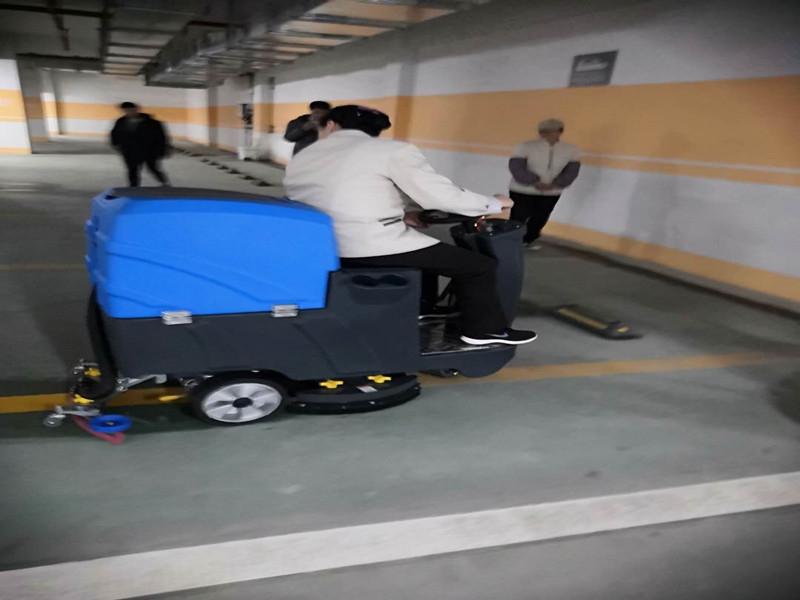 地下车库驾驶式洗地机