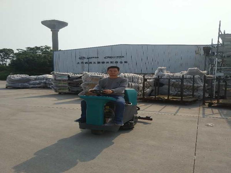 柳州五菱配件仓库驾驶式洗地机