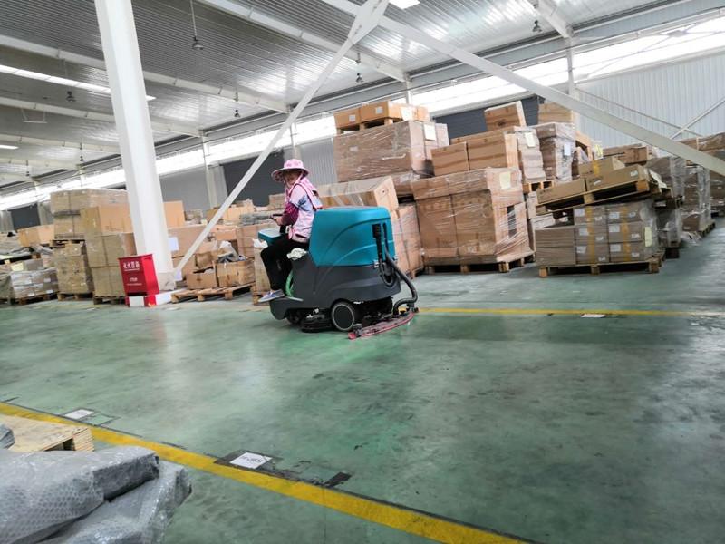 柳州河西工业园驾普天物流园驶式洗地机