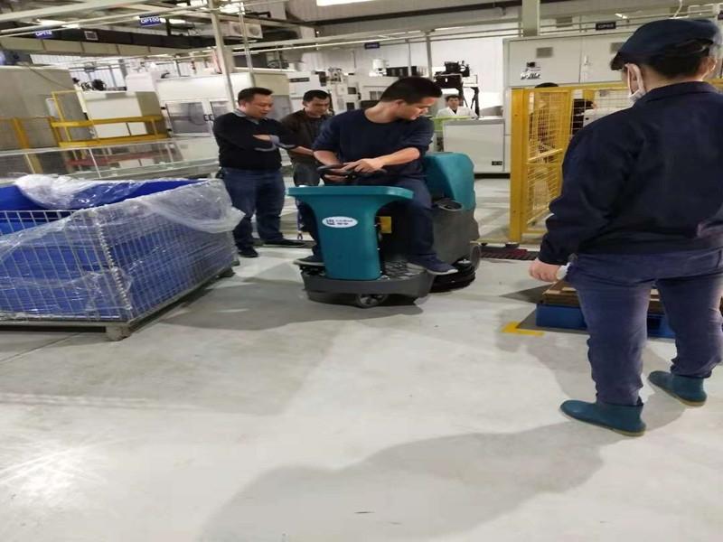 柳州奥兴公司驾驶式洗地机